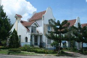 Rumah Belanda Kayaknya :P
